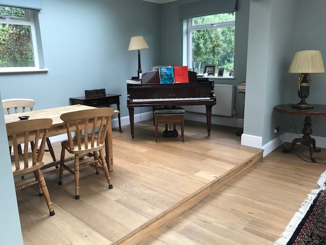Whole three bedroom flat available, with garden