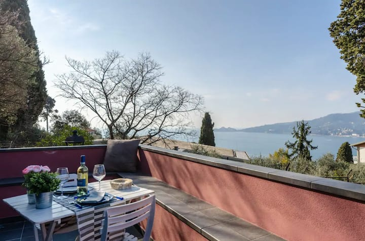 VILLA DIANA > Apt n. 3 Sleeps 4, Pool & Sea View