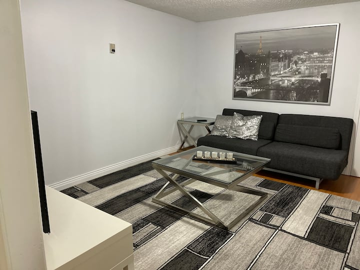 2 Br Suite in House @Richmond Center...Beautiful!