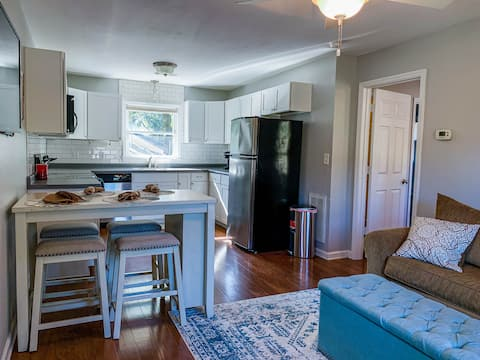 Island Suite Minutes from Downtown & Folly Beach