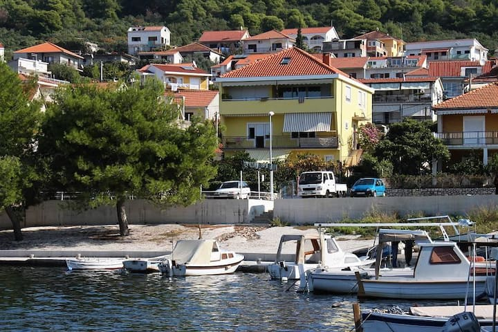Three bedroom apartment near beach Trogir (A-2052-c) - Trogir - Apartment