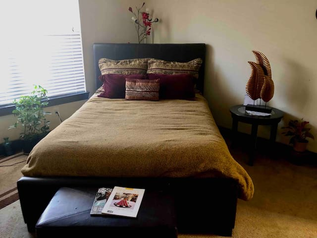 Private Bedroom and Bath  ** Beautiful Midtown **