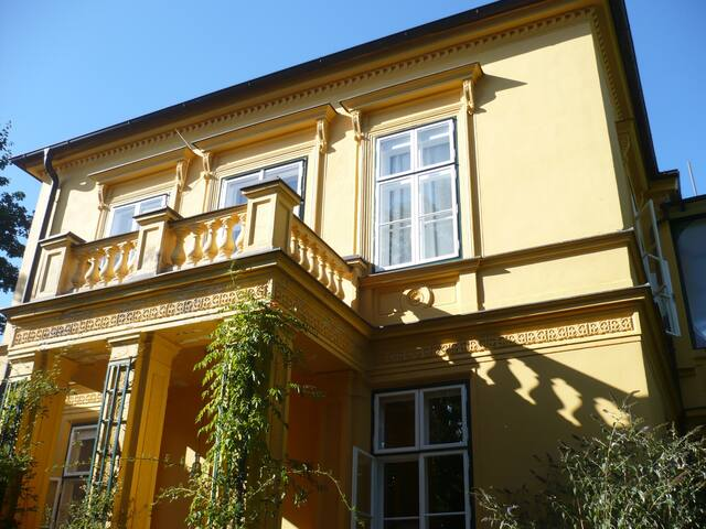 Comfortable flat in historic villa south of Vienna