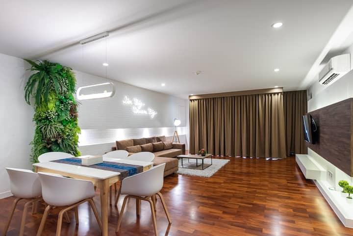 Benviar -150sqm Two Bedroom Suite @Chitlom 6pax