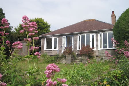 Comfy cottage with sea views , Freshwater East - Pembrokeshire - Bungaló