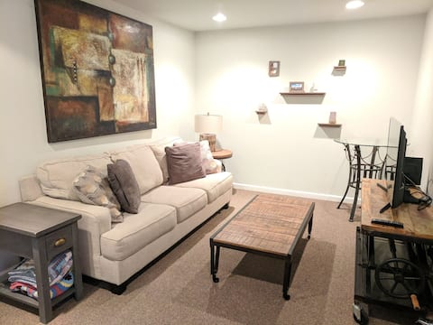 Cozy garden apt close to bike trails and CSU!