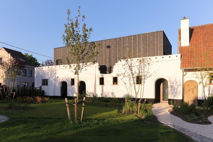 Villa Leona, luxurious short stay near Ghent.