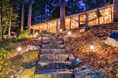 The Hudson Hideaway waterfront home!