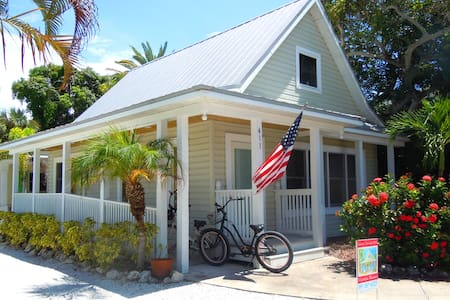 An Island Place Cottage - Anna Maria