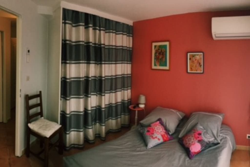 Chambre 1 - climatisation - lit double