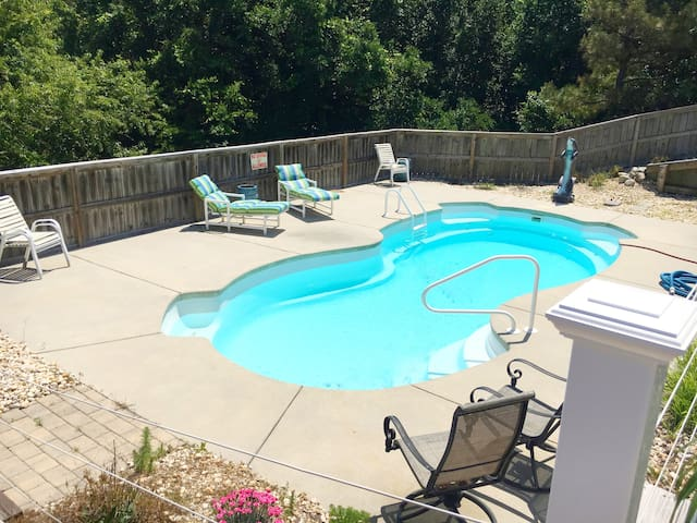 OBX King Bed, Pool, Grill, Golf Course & Beaches!