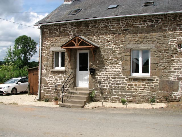 La Cachette, a rural holiday cottage - Ernée - บ้าน