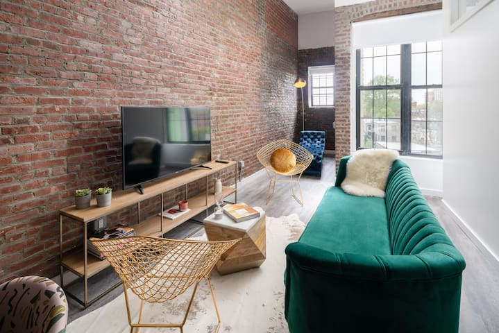 Large 5 Bedroom Loft, 15 minutes to Harold Square!