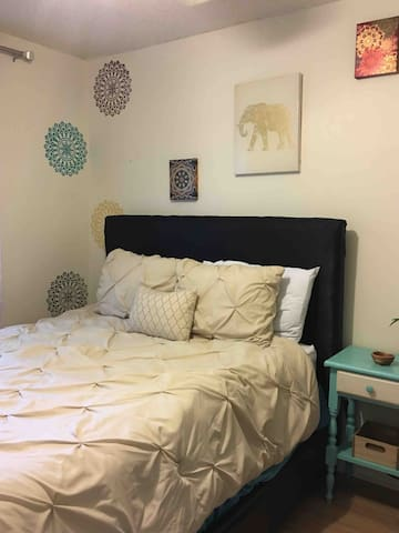 Queen bed. This room has pops of color that will give your the tranquility you need.