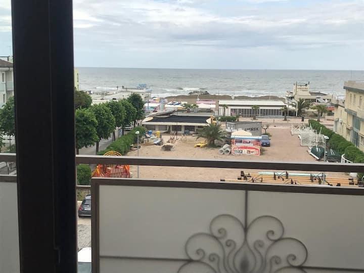 Appartamento davanti al mare a Misano A.