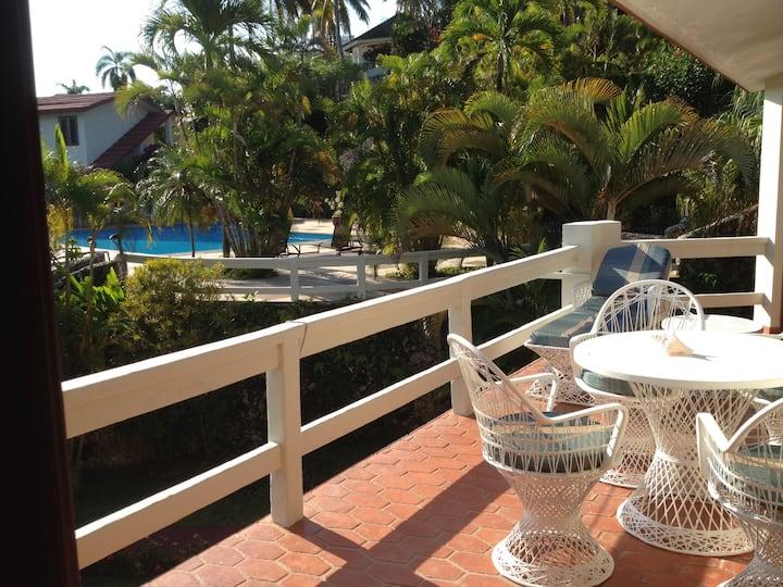 Condo apartment in beautiful lush tropical garden
