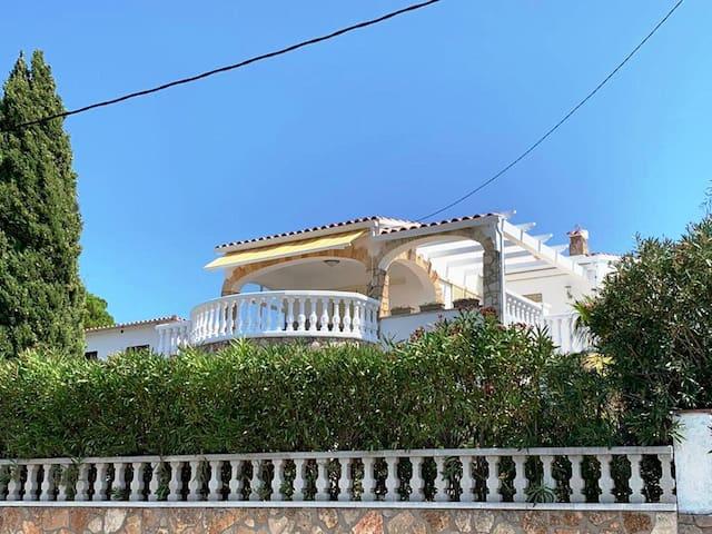 Casa con piscina, jardín, vista mar en L'Escala