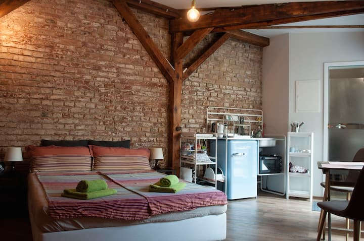 Beautiful Studio for up to 2 Guests, top location