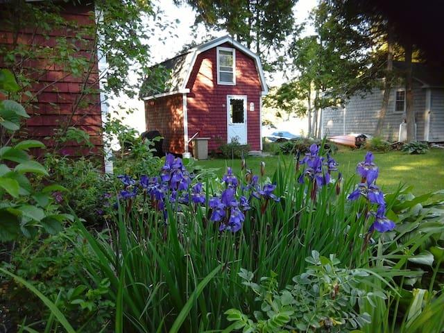 Tiny Cabin on Maine lake - Holden - Cabane
