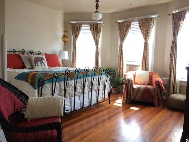 Guest Room in Downtown Harrisonburg