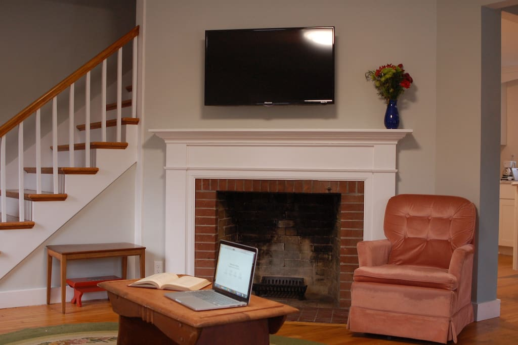 New high speed internet connection and flat screen TV with Netflix, Youtube, and many streaming channels.