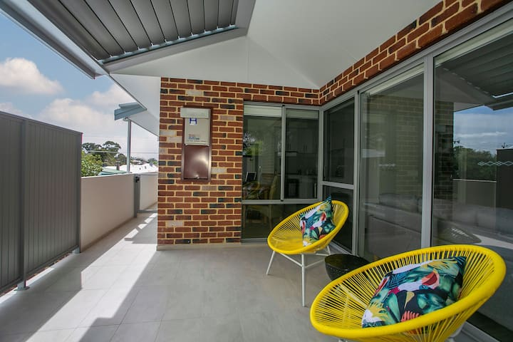 Modern Equipped 2x2 Apt. Swan Valley*City*Airport