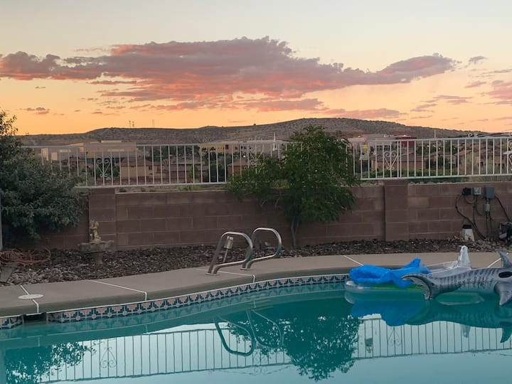 15 min to Balloon Fiesta Park - Pool and Hot Tub!