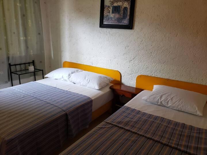 habitacion peregrinos tres personas