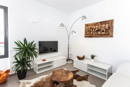 MODERN 3 BEDROOMS APT cloe to the beach - サンタ・エウラリア・デス・リウ