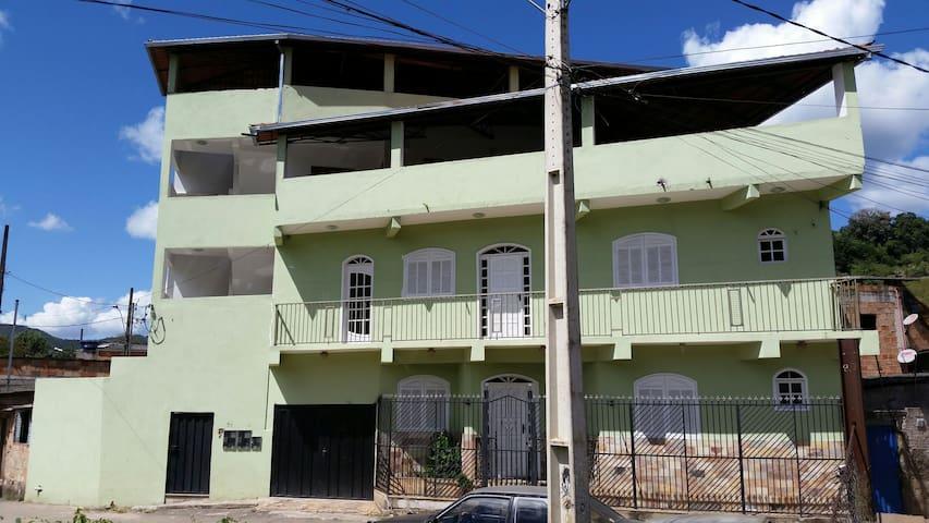 Apto Inteiro 1. Próximo ao Centro - Mariana - Apartamento