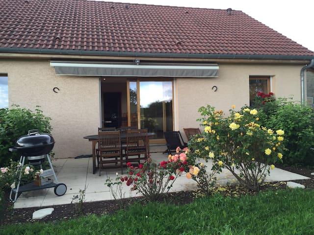 Agréable maison proche Saône et Jura - Vielverge