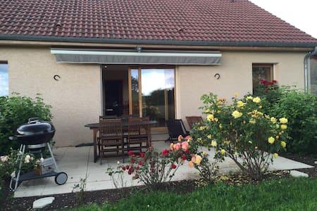 Agréable maison proche Saône et Jura - Vielverge - Villa
