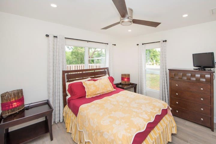 Dream in Cayman! Double Room with private bathroom