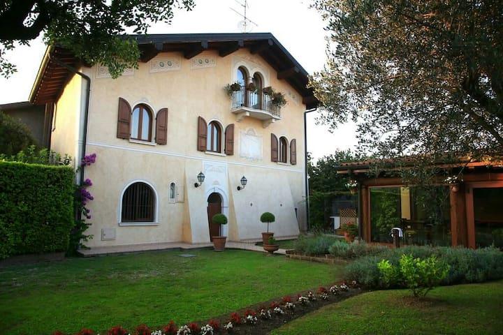 DELUXE(15 minuti dal Lago di Garda)