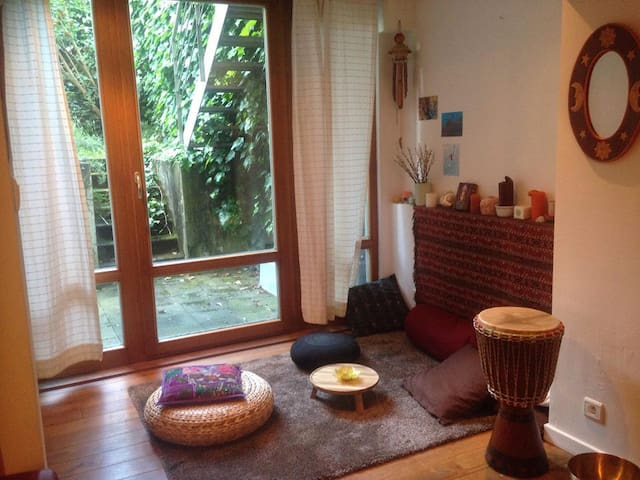 Studio 1 or 2 persons, quiet area, close to a parc
