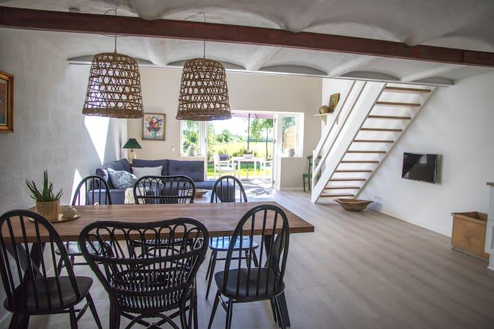 Lustrup Farmhouse Apartment 2, 101 m2