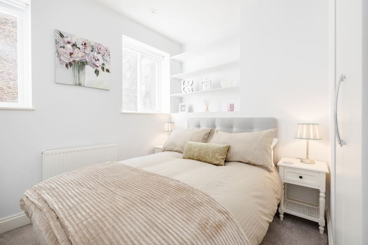 Comfy Modern 2-Bed Notting Hill Portobello Apt
