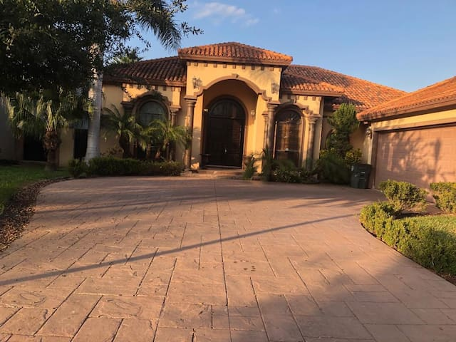 Beautiful mediterranean house.  This house has 4 bedrooms each one has their own closet and bathroom ,  spacious open area that includes tv room , kitchen, bar, . It also has a separate living room and dining room. And for summer vacations we have a beaut