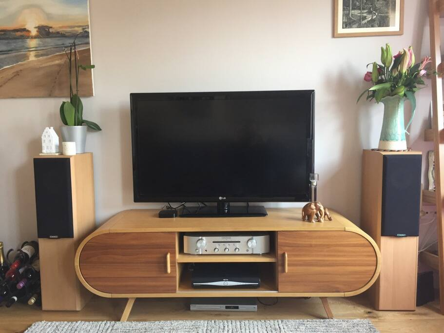 """42"""" TV with FreeView and great sound"""