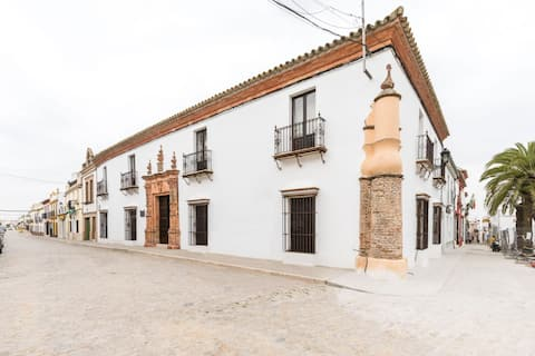 Charming Holiday Home in Fuentes de Andalucía with Pool