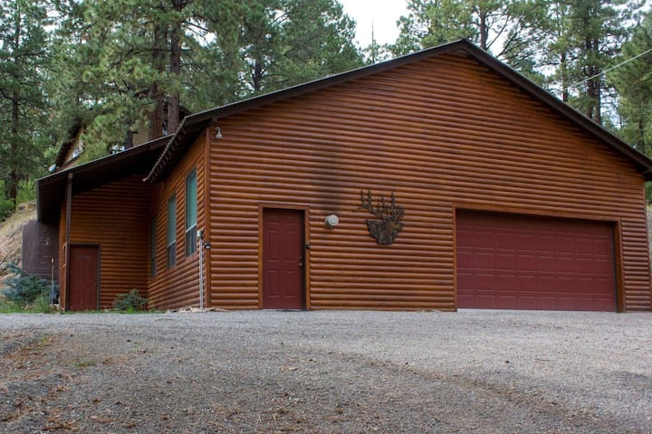 Large Studio Cabin in The Pines! 20 Minutes to Wolf Creek- Minutes to Restaurants/Breweries- WIFI