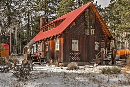 Charming 4BR Nathrop Cabin on 1 Acre of Land! - Nathrop - Cottage