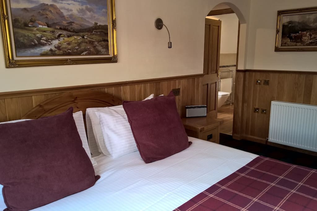 Super King Quadruple Room on first floor with en-suite bathroom. Can accommodate 1 to 4 guests