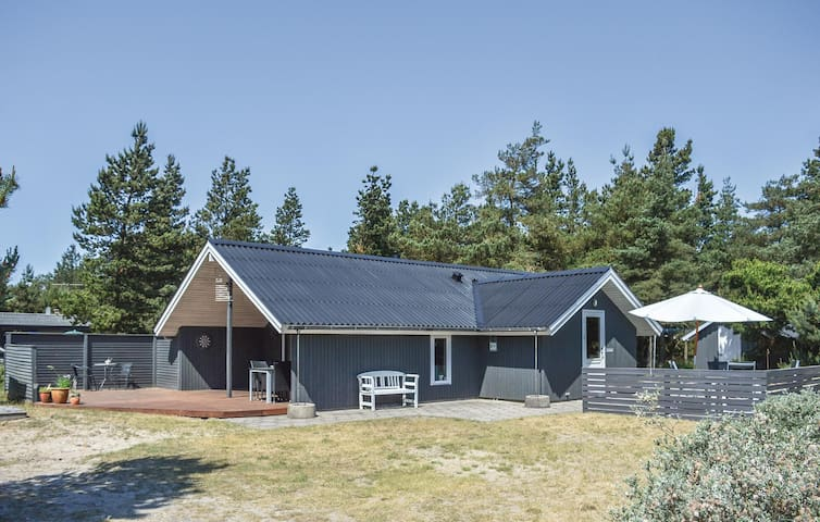 Holiday cottage with 3 bedrooms on 68m² in Rømø