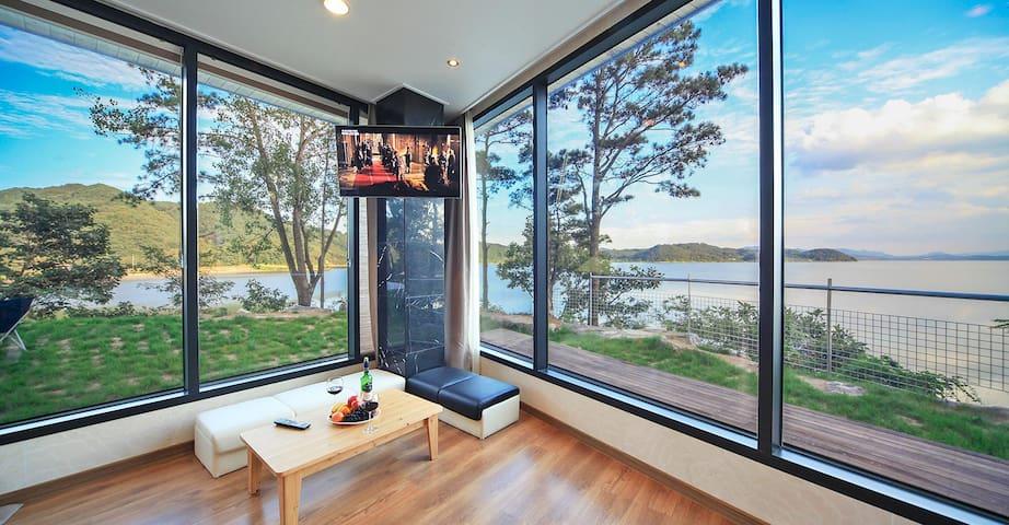 Gorgeous Lake View - Unit 001