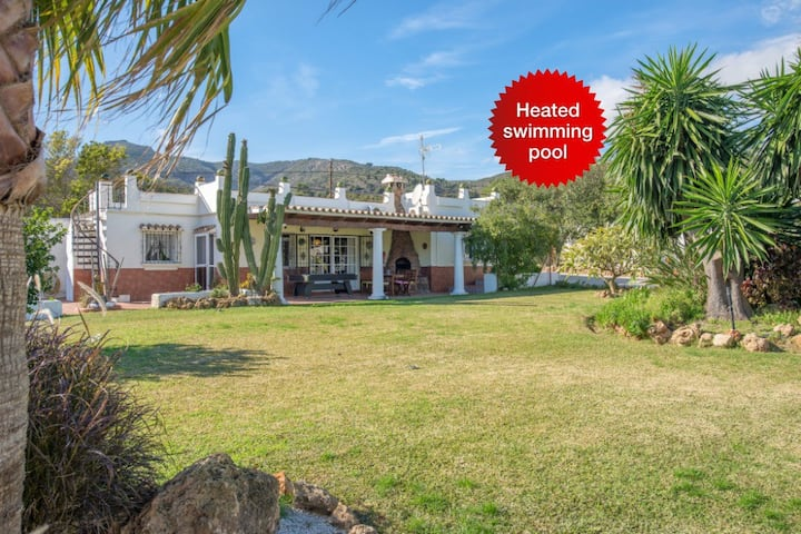 NEW! 2 fully equipped villas 4bedrooms+heated pool