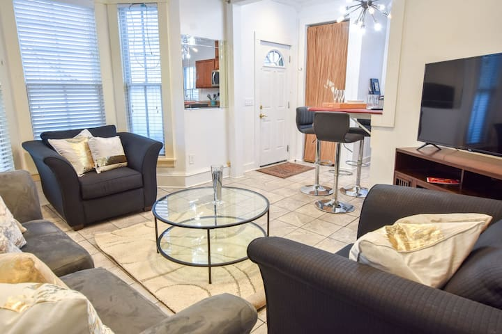 #125: Bring Your Partner & Your Dog! Amazing Commercial St. Location!
