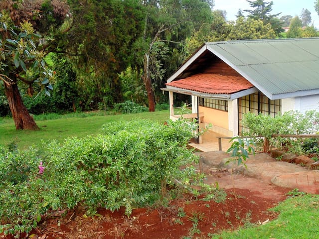 Geosophy's Holiday Home.  Cosy,Serene,Farm Cottage - Limuru Town. - บ้าน