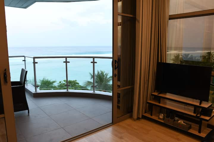 Beachfront Suite Apartment - Near Airport