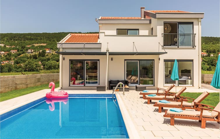 Holiday cottage with 4 bedrooms on 160m² in Donji Prolozac